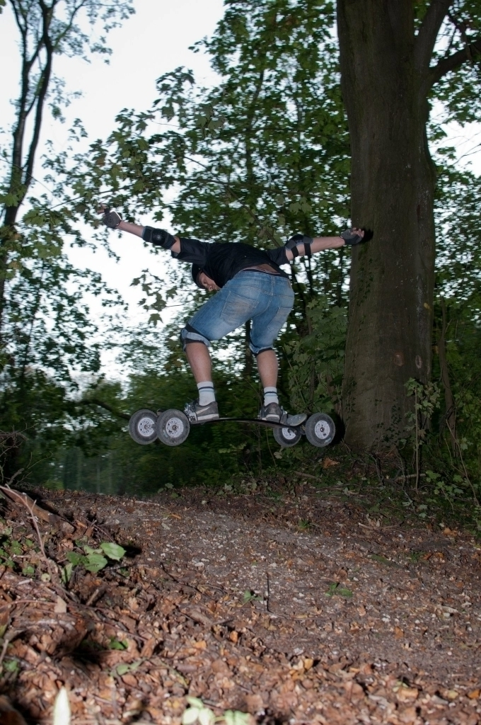 Un de mes premiers Backside 180 dans les bois, pour ma troisième session de MTB