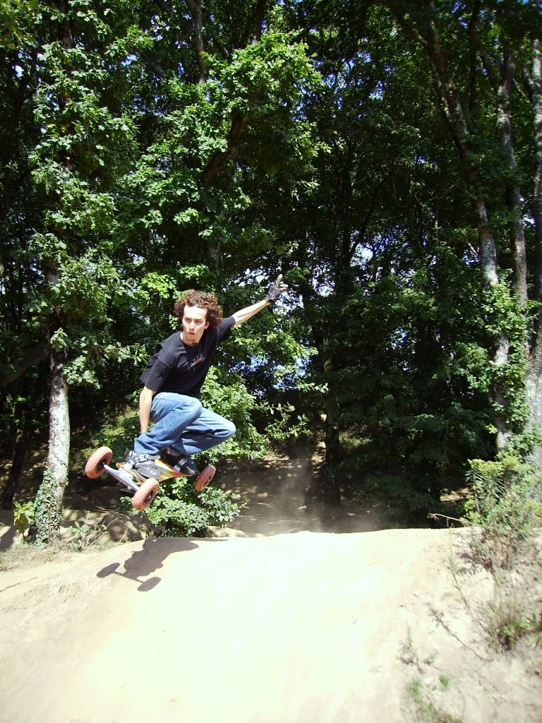 Session test du terrain de St avé. Le terrain n'est pas terrible pour le mountainboard, c'est surtout pratiquable en BMX.